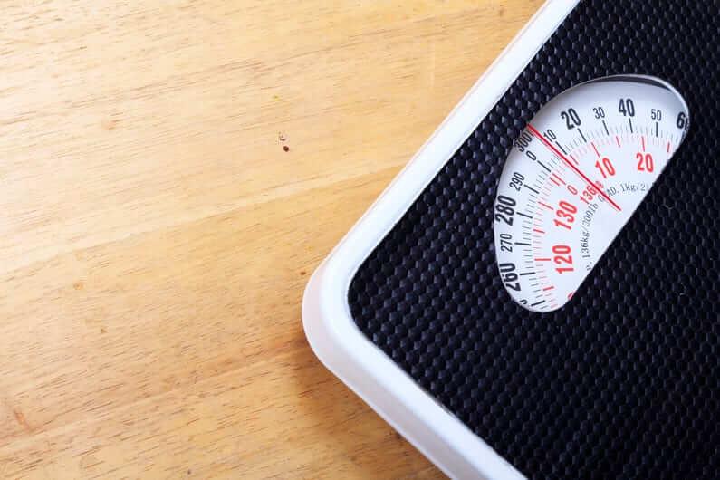 Почему скачет вес