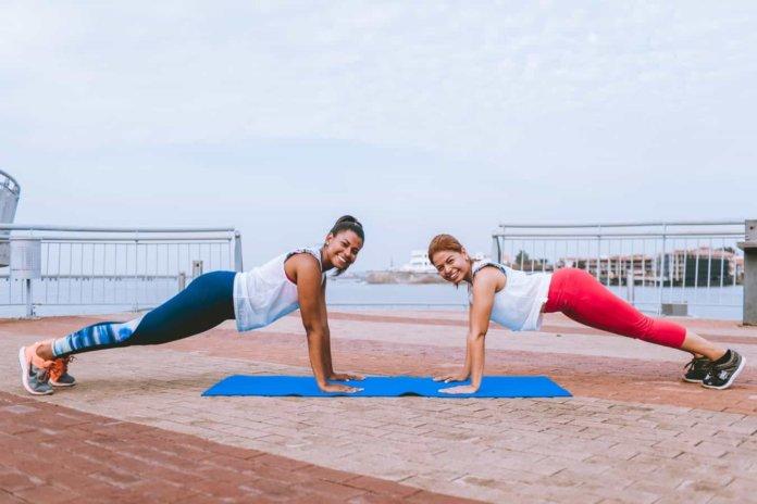 11 лучших упражнений для укрепления мышц живота, которые можно выполнять дома
